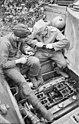 Bundesarchiv Bild 101I-022-2936-27, Russland, Panzer VI (Tiger I), Wartung.jpg