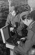 Bundesarchiv Bild 101I-241-2173-06, Russland, Verschlüsselungsgerät Enigma