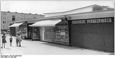 """Bundesarchiv Bild 183-73079-0001, Berlin, Kaufhalle """"Plänterwald"""".jpg"""