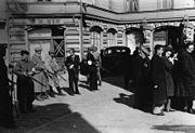 Bundesarchiv Bild 183-B11441, Libau, Zusammengetriebene Juden