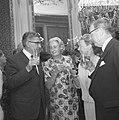 Burgemeester Thomassen bracht bezoek aan collega Burgemeester Van Hall te Amster, Bestanddeelnr 919-2958.jpg