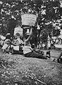 COLLECTIE TROPENMUSEUM Balinese vrouwen met op het hoofd gedragen offers in Tegalalang TMnr 60042727.jpg