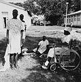 COLLECTIE TROPENMUSEUM Lepra patienten op het terrein van het Alupe Leprosy Hospital TMnr 20014364.jpg
