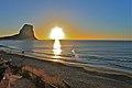 Calpe. Cañón de Ifach y playa de poniente - panoramio.jpg