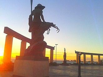 Puerto Peñasco - Image: Camaronero y plaza Gobernadores