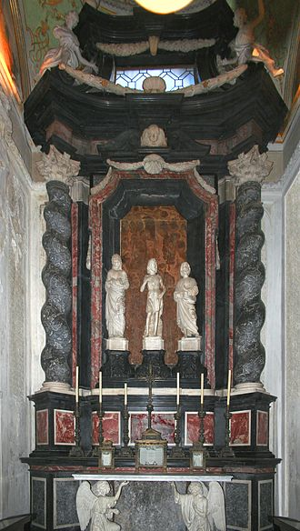 Cappella Colleoni - The altar by Bartolomeo Manni, incorporating earlier sculptures of saints by Pietro Lombardo