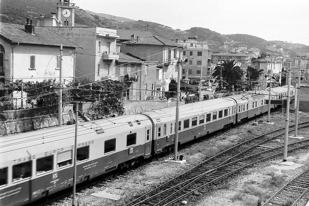 File carrozze tee fs wrz az salone dz jpg wikimedia for Carrozza del treno