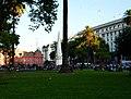 Casa Rosada y la Pirámide de Mayo (1416693540) Buenos Aires, Argentina.jpg