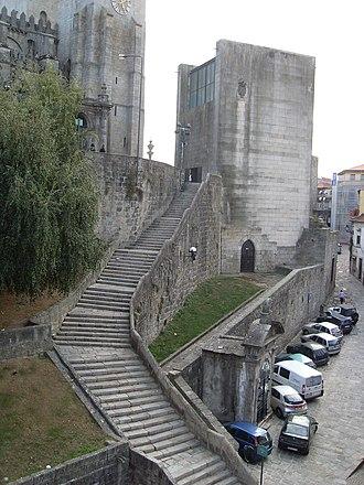 Casa da Câmara - The main staircase and the three floors
