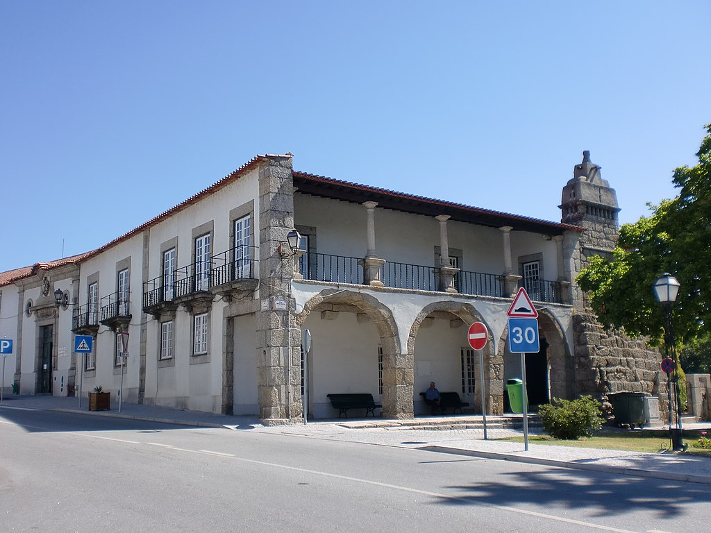 File casa dos arcos em santa comba d o biblioteca municipal alves wikimedia commons - Hostel casa dos arcos ...