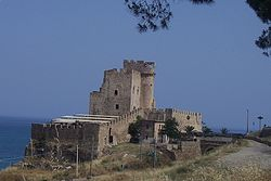 View of the Castrum Petrae Roseti (it) in Marina di Roseto Capo Spulico (it)
