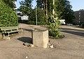 Castione-Granitbrunnen mit Relief 02.jpg