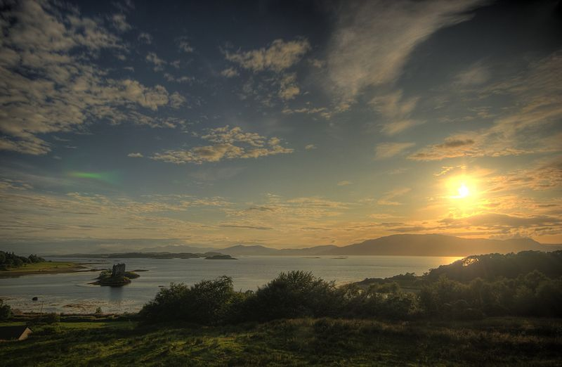 File:Castle stalker and loch laich.jpg