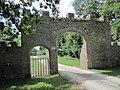 Château de Tocqueville - Portail d'entrée (2).JPG