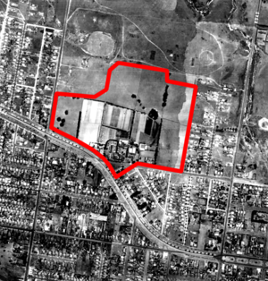 Chadstone Shopping Centre - An aerial photograph of the area in which Chadstone Shopping Centre now stands, in 1945, with the current centre perimeter shown in red.