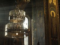 Chandelier in St Volodymyr's Cathedral, Kiev.jpg