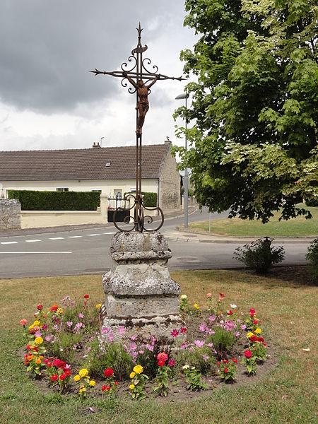 Chassemy (Aisne) calvaire (croix de chemin)