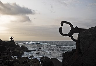 The Comb of the Wind of Eduardo Chillida in San Sebastian Chillida-peine.jpg