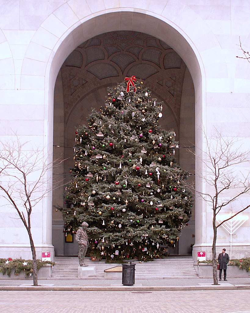 Christmas In Pittsburgh 2020 File:Christmas Tree and Menorah, City County Building, Pittsburgh
