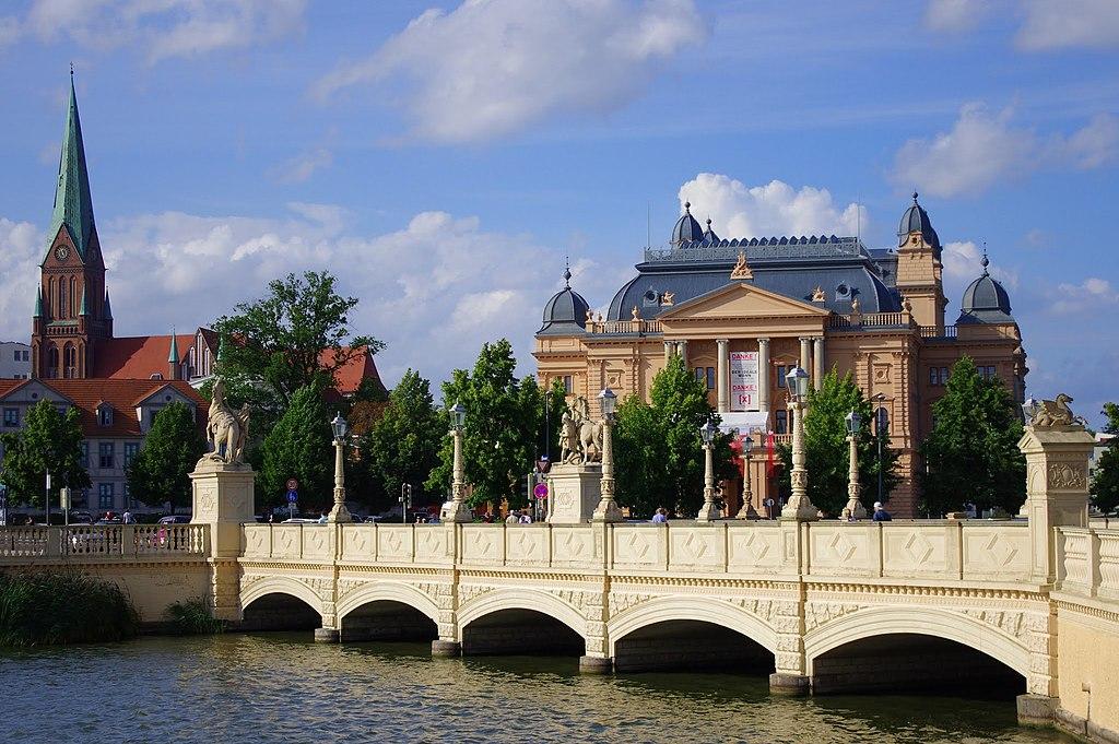 Church, bridge, and museum - panoramio.jpg