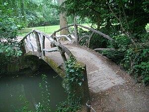 English: Garden bridge