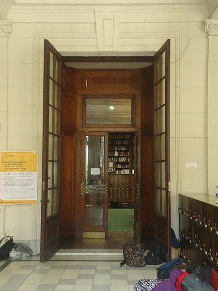Archivo colegio nacional de buenos aires biblioteca puerta de entrada en el primer - Aislar puerta entrada piso ...