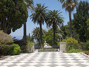 Achilleion (Corfu) - Statues in the Achilleion terrace
