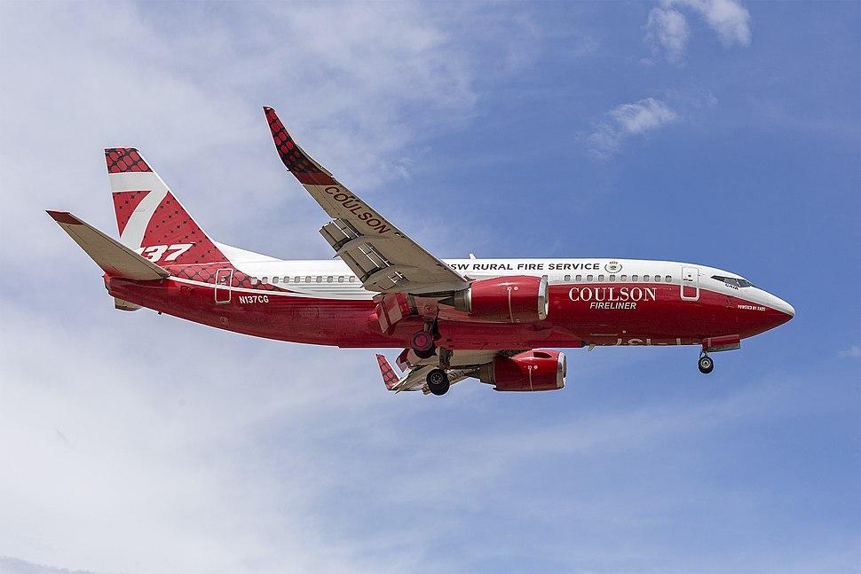 Coulson Aviation (N137CG) Boeing 737-3H4(WL) at Albury Airport (IMG 4039)