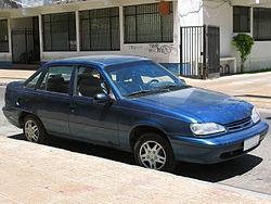 Daewoo Racer/Cielo de cuatro plazas, modelo 1998, reestilizado.