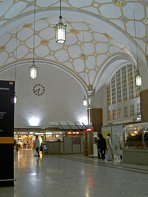 Darmstadt Hauptbahnhof - Inside the entrance hall of Darmstadt station after the last renovation
