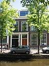 foto van Pand met brede lijstgevel ter breedte van vier vensterassen