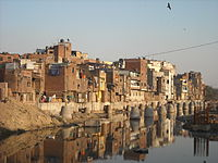 Delhi India Slum January 2011.jpg