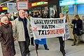 Demonstration für die Schließung des Flughafens Tegel, Berlin, 18.10.2013 (48996504397).jpg