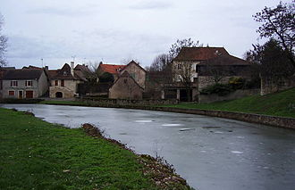 Assier - The dam and its retaining wall next to the Chateau of Assier