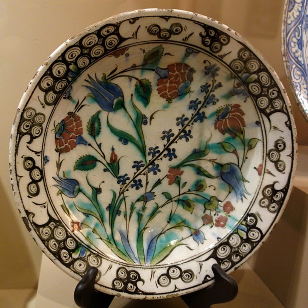 File:Dish with a spray of tulips, roses, and hyacinths, Turkey, Iznik, about 1600 AD, composite body, underglaze-painted - Huntington Museum of Art - DSC05013.JPG