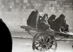 ETH-BIB-Gruppe verschleierter Frauen und Kinder auf einem Wagen-Kilimanjaroflug 1929-30-LBS MH02-07-0171.tif