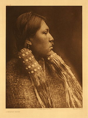 Hesquiaht First Nation - Hesquiat maiden (Edward Curtis photo)
