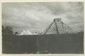El Castillo , den centrala pyramiden. T. v. krigarens tempel - SMVK - 0307.f.0015.tif
