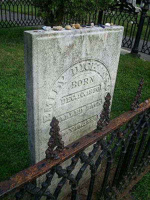 Emily Dickinson - Emily Dickinson's tombstone in the family plot
