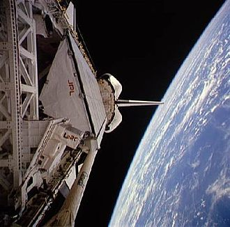 STS-59 - Endeavour in orbit with SIR-C in its payload bay