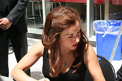 Erin Karpluk at CBC Doors Open 2009.jpg