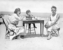 Eugene O'Neill with wife and son in 1922.