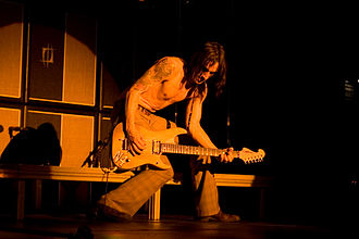 Nuno Bettencourt - Bettencourt performing in 2008