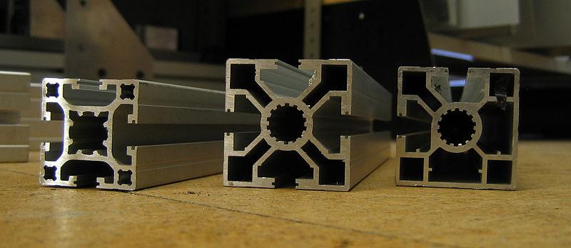 Datei:Extruded aluminium section x3.jpg