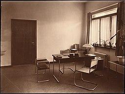Polizei-Dienstgebäude, Hugo Schmölz (1879-1938) [CC0], via Wikimedia Commons