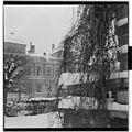 Fimbulvinteren 1954. Snømåking fra tak - L0028 446Fo30141606020041.jpg