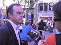 Flickr - Convergència Democràtica de Catalunya - Jordi Turull atenent els mitjans als jardinets de gràcia.jpg