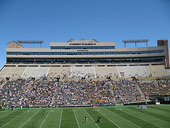 Description de l'image Folsom Field club and suite level 2007.jpg.