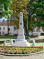 Fontenay-en-Parisis (95), monument aux morts, place de Stalingrand, au nord de l'église.jpg