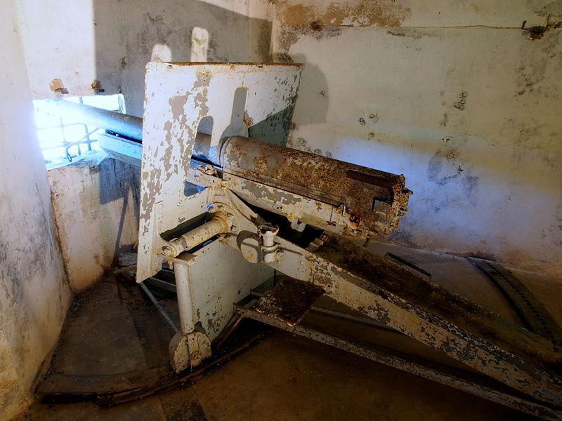 File:Fort de Vaux kazemat cannon pic6.JPG